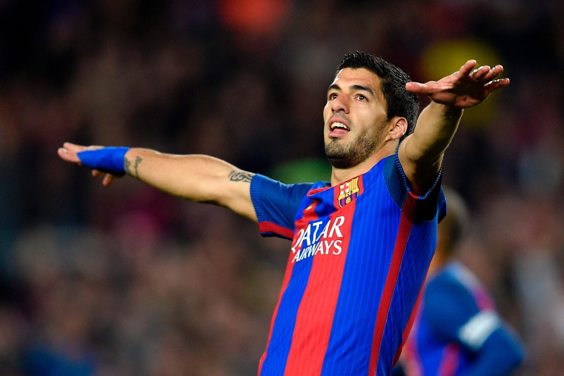Barcelona ace Luis Suarez starts in attack