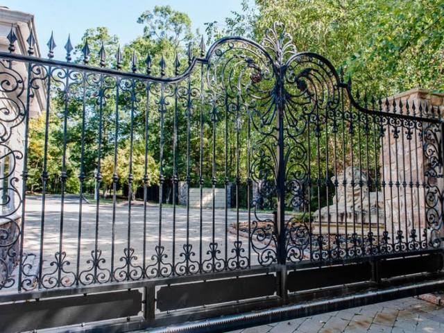 At the entrance of the property you're faced with opulent gates and a statue of a lion