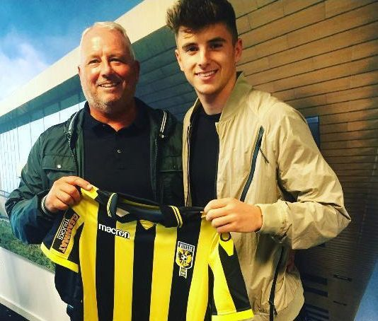 Mount, with dad Tony, signing with Vitesse Arnhem in Holland on loan in 2017