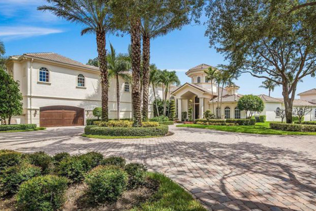 In 1998 Williams bought this home in Palm Beach Gardens for just around £500k with her sister Venus